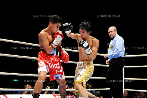 (L-R) Tepparith Kokietgym (THA), Daiki Kameda (JPN), DECEMBER 7, 2011 - Boxing : Daiki Kameda of Japan in action against Tepparith Kokietgym of Thailand during the WBA super flyweight title bout at Osaka Prefectural Gymnasium in Osaka, Osaka, Japan. (Photo by Mikio Nakai/AFLO)
