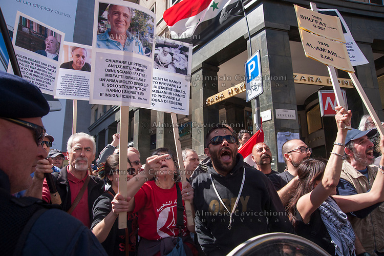 Milano, 25 Aprile 2015, Manifestazione per il 70° anniversario della Liberazione dal nazifascismo. Contestazione dei sostenitori della Palestina contro la Brigata Ebraica.Milan, April 25, 2015, Demonstration for the 70th anniversary of liberation from fascism. Protest of supporters of Palestine against the Jewish Brigade.