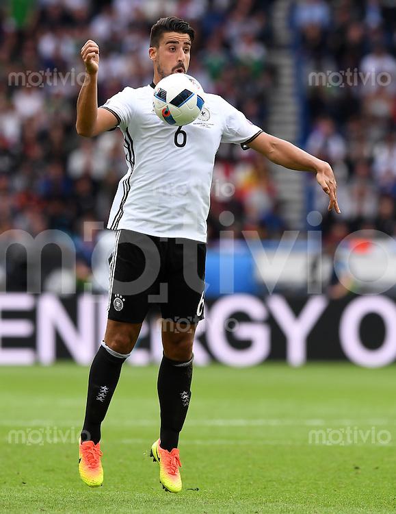 FUSSBALL EURO 2016 GRUPPE C IN PARIS Nordirland - Deutschland     21.06.2016 Sami Khedira (Deutschland)