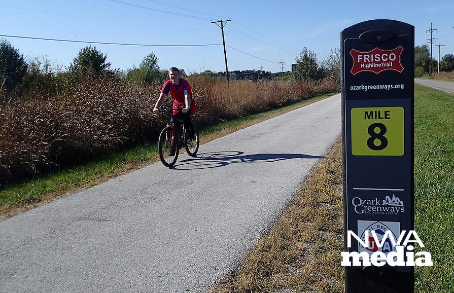 NWA Democrat-Gazette/FLIP PUTTHOFF <br /> Mile markers help riders    Oct. 23 2016   track their distance.