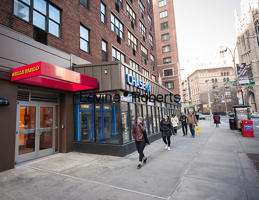 A Wells Fargo bank branch next to a branch of JP Morgan Chase in Greenwich Village in New York on Sunday, January 29, 2017. (© Richard B. Levine)