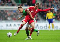 FUSSBALL   1. BUNDESLIGA   SAISON 2011/2012   32. SPIELTAG SV Werder Bremen - FC Bayern Muenchen               21.04.2012 Tom Trybull (li, SV Werder Bremen) gegen Toni Kroos (re, FC Bayern Muenchen)