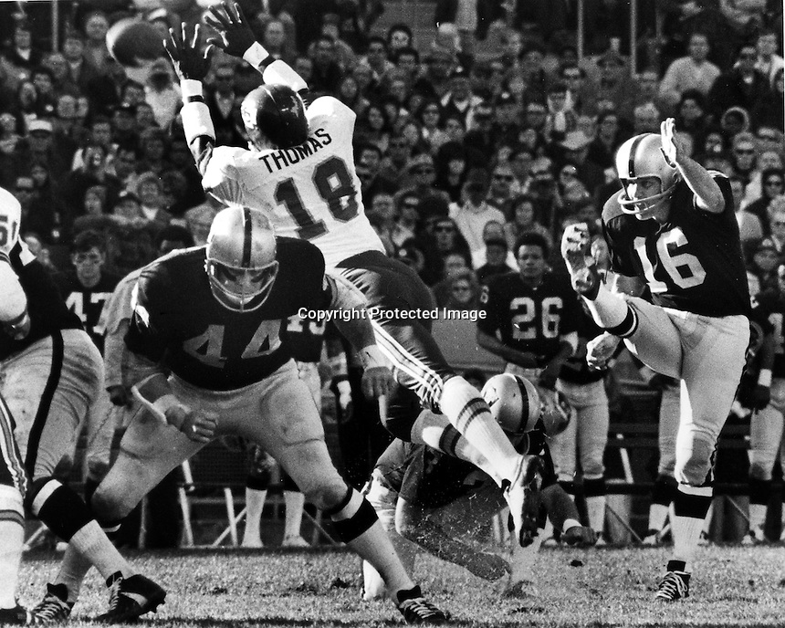 Oakland Raiders George Blanda kicks field goal against the KC Chiefs (photo by Ron Riesterer)