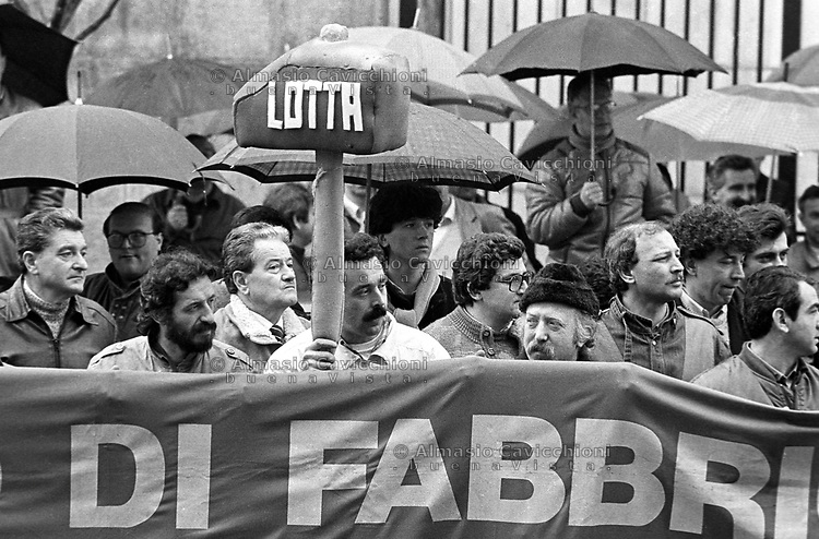 9 Apr 1987, Milano, sciopero per il rinnovo del contratto<br /> Apr 9 1987, Milan, strike for the renewal of the contract