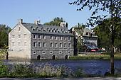 Le site historique de l'Île-des-Moulins est le deuxième chantier de restauration historique en importance au Québec, après la Place Royale de Québec. La restauration du site constitue d'ailleurs l'une des plus belles réussites québécoises en matière de conservation et de mise en valeur du patrimoine...