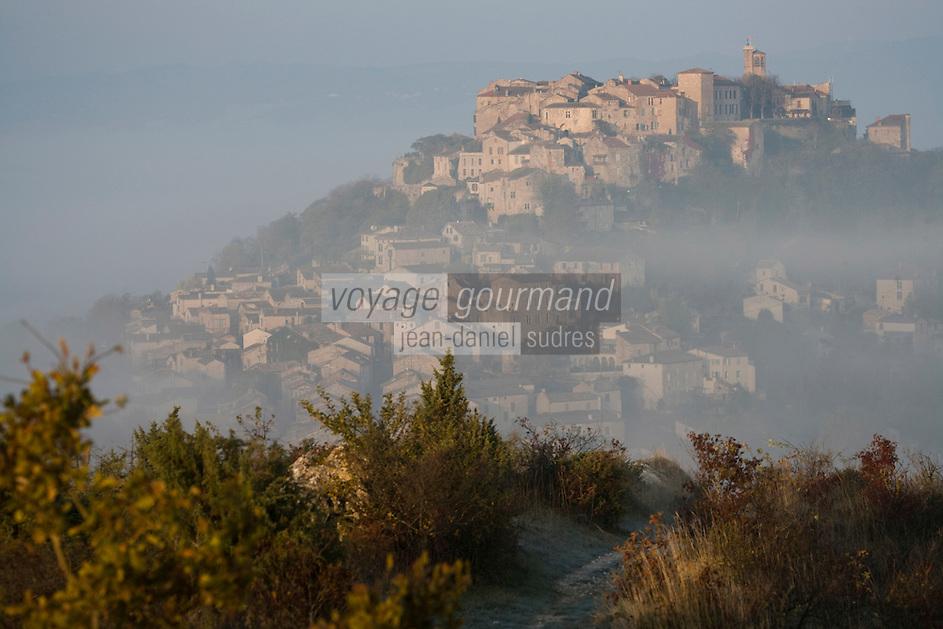 Europe/France/Midi-Pyrénées/81/Tarn/ Cordes-sur-Ciel: A l'aube  le village médiéval perché au  sommet du Puech de Mordagne