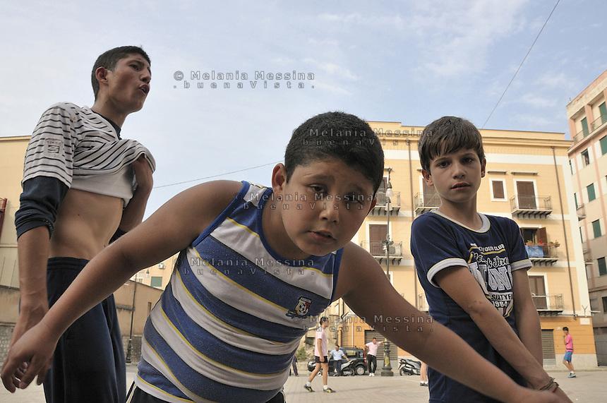 Palermo: kids in Albergheria neighborood.<br /> Palermo: bambini nel quartiere Albergheria.
