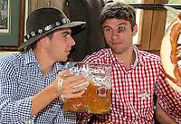 FUSSBALL 1. BUNDESLIGA   SAISON 2012/2013 Die Mannschaft des FC Bayern Muenchen besucht das Oktoberfest am 07.10.2012 Philipp Lahm und Thomas Mueller mit einer Mass Bier (v. li.)
