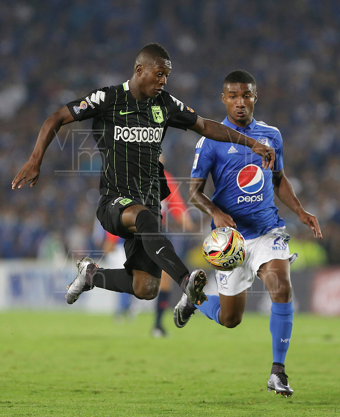 BOGOTA - COLOMBIA -31 - 03 - 2016: Hector Quiñonez (Der.) jugador de Millonarios disputa el balón con Jonathan Copete (Izq.) jugador de Atletico Nacional, durante partido aplazado de la fecha 9 entre Millonarios Atletico Nacional, de la Liga Aguila I-2016, jugado en el estadio Nemesio Camacho El Campin de la ciudad de Bogota.   / Hector Quiñonez (R) player of Millonarios vies for the ball with Victor Ibarbo (L) player of Atletico Nacional, during a postponed match between Millonarios and Atletico Nacional,  for the date 9 of the Liga Aguila I-2016 at the Nemesio Camacho El Campin Stadium in Bogota city, Photo: VizzorImage / Ivan Valencia / Cont.
