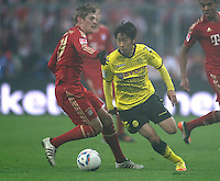 FUSSBALL   1. BUNDESLIGA  SAISON 2011/2012   13. Spieltag FC Bayern Muenchen - Borussia Dortmund        19.11.2011 Toni Kroos (li, FC Bayern Muenchen) gegen Shinji Kagawa (Borussia Dortmund)