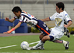 Mexico (26.02.2006) Monterrey Rayados midfielder Diego Ordaz (L) is fouled by UNAM Pumas defender Israel Castro during their soccer match at the Mexico City's University Stadium, February 26, 2006. UNAM tied 0-0 to Monterrey. © Photo by Javier Rodriguez
