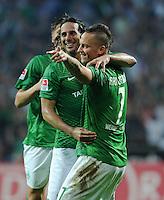 FUSSBALL   1. BUNDESLIGA   SAISON 2011/2012    5. SPIELTAG SV Werder Bremen - Hamburger SV                         10.09.2011 Claudio PIZARRO (li) behjubelt mit Marko ARNAUTOVIC (re, beide Bremen) sein Tor zum 2:0
