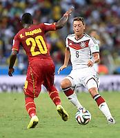 FUSSBALL WM 2014  VORRUNDE    GRUPPE G     Deutschland - Ghana                 21.06.2014 Kwadwo Asamoah (li, Ghana) gegen Mesut Oezil (re, Deutschland)