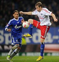 FUSSBALL   1. BUNDESLIGA    SAISON 2012/2013    14. Spieltag   Hamburger SV - FC Schalke 04                               27.11.2012 Artjoms Rudnevs (re, Hamburger SV) gegen Jermaine Jones (li, FC Schalke 04)