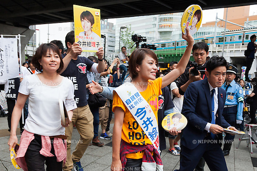 Liberal Democratic Party candidate Eriko Imai campaigns in Akihabara on July 9, 2016, Tokyo, Japan. Shinzo Abe, leader of the Liberal Democratic Party and Prime Minister of Japan delivered his last campaign speech before the July 10th House of Councillors elections. (Photo by Rodrigo Reyes Marin/AFLO)