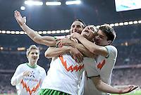 FUSSBALL   1. BUNDESLIGA  SAISON 2011/2012   15. Spieltag FC Bayern Muenchen - SV Werder Bremen        03.12.2011 Jubel nach dem Tor zum 1:1 , Claudio Pizarro, Markus Rosenberg, Aleksandar Ignjovski   (v. li., SV Werder Bremen)