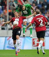 FUSSBALL   1. BUNDESLIGA   SAISON 2012/2013   3. SPIELTAG Hannover 96 - SV Werder Bremen     15.09.2012 Sokratis Papastathopoulos (Mitte, SV Werder Bremen) gegen Artur Sobiech (li) und Leon Andreasen (re, beide Hannover 96)