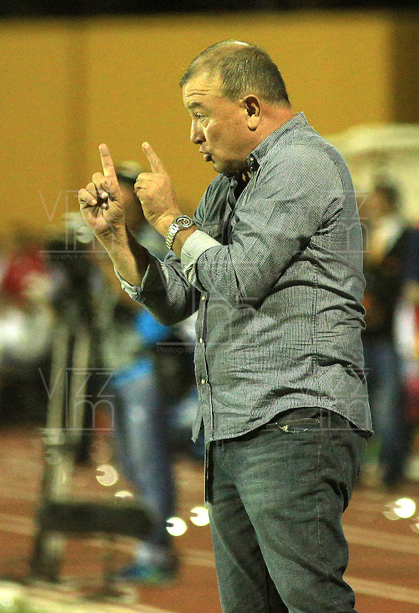 CALI -COLOMBIA-29-02-2016. Alberto Suarez técnico de América Cali gesticula durante partido con Orsomarso SC por la fecha 3 del Torneo Águila 2016 jugado en el estadio Francisco Rivera Escobar de Palmira. / Alberto Suarez coach of America de Cali gestures during match against Orsomarso SC for the date 3 match of the Aguila Tournament 2016 played at Francisco Rivera Escobar stadium in Palmira. Photo: VizzorImage/Juan C. Quintero/