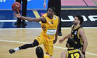 Basketball  1. Bundesliga  2016/2017  Hauptrunde  16. Spieltag  27.12.2016 Walter Tigers Tuebingen - MHP Riesen Ludwigsburg Julian Washburn (li, Tigers) gegen Drew Crawford (re, Ludwigsburg)