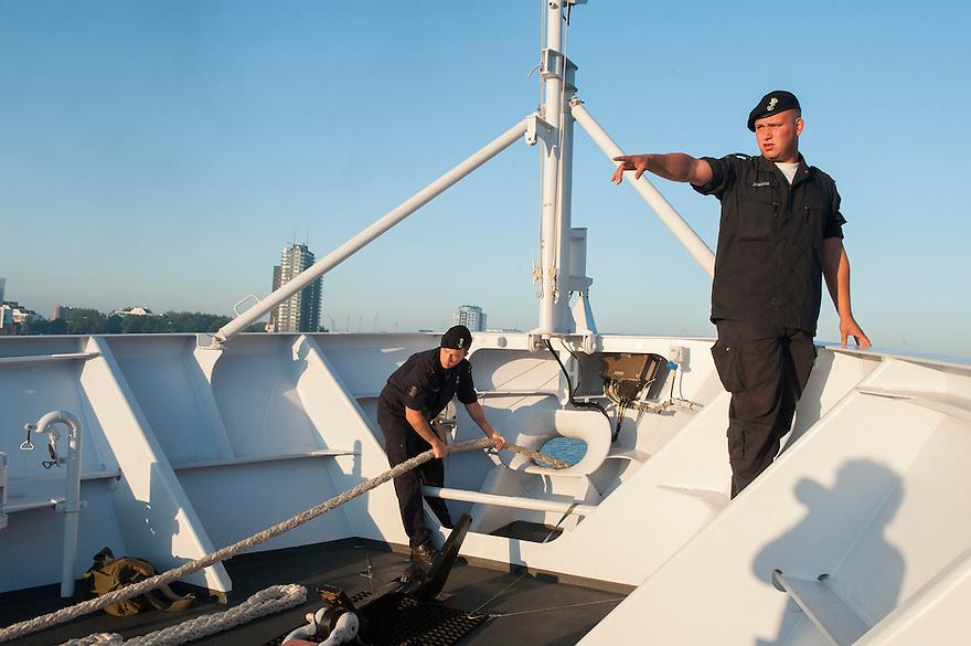 Nederland, Rotterdam, 5 sept 2013<br /> Aanmeren van patrouilleboot van de Marine de ZM Friesland in de haven van Rotterdam, waar komende dagen de wereldhavendagen plaatsvinden.<br /> Marine moet ook fors bezuinigen.<br /> <br /> Foto(c): Michiel Wijnbergh