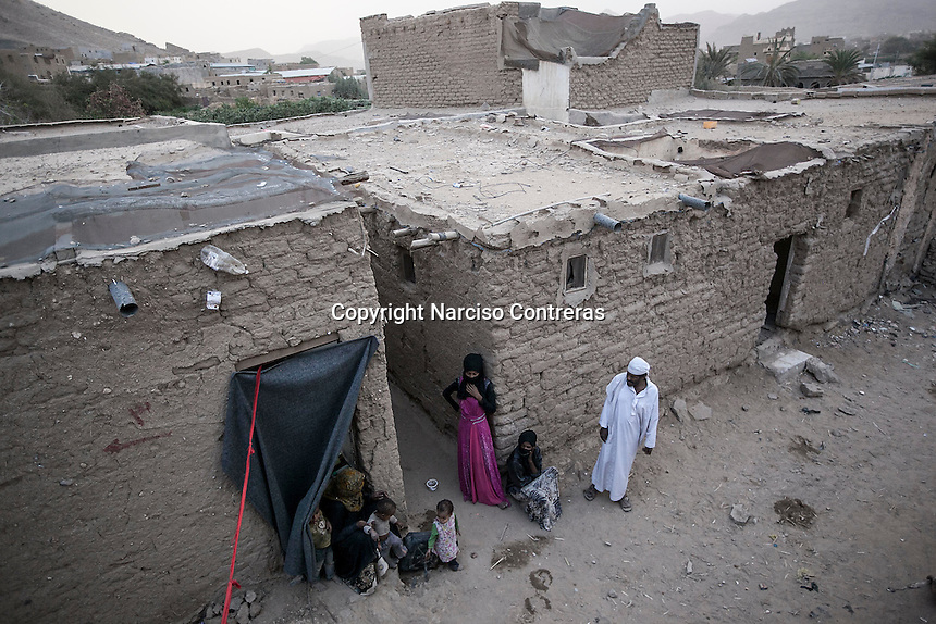 Wednesday 15 July, 2015: Displaced from the heavy fighting and bombarments in Sa'dah governorate are seen in an abandoned salafist madrasa (university) in Dammaj village, used as a temporary settlement in the northern province of Sa'dah, the stronghold of the Houthi's movement in Yemen. (Photo/Narciso Contreras)