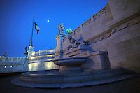 Il Monumento nazionale a Vittorio Emanuele II, conosciuto con il nome di Vittoriano, è un monumento nazionale di Roma situato in piazza Venezia. Inaugurato da Vittorio Emanuele III il 4 giugno 1911 e finito nel 1935.The National Monument to Vittorio Emanuele II, known by the name of.Victorian is a national monument located in Rome's Piazza Venezia..Opened by Vittorio Emanuele III June 4, 1911..