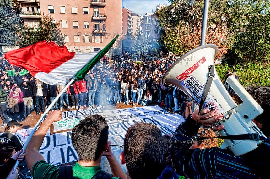 Roma 21 Novembre 2012.Manifestazione degli studenti medi delle scuole Avogadro e Giulio Cesare contro la crisi e i tagli alla scuola pubblica.