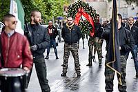Roma 19 Aprile 2014.<br /> Gli Antifascisti in corteo,al quartiere San Lorenzo, portano un omaggio floreale al monumento dei caduti nella lotta per la liberazione al nazifascismo al cimitero del Verano .<br /> Rome, Italy. 19st April 2014 -- Antifascist Parade for anniversary of liberation from Nazi-fascism. -- Anti-Fascists in the parade carrying a wreath at the monument of the fallen in the struggle for the liberation of Nazi-fascism in the Verano cemetery.
