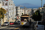 Cable car approaching Union St.