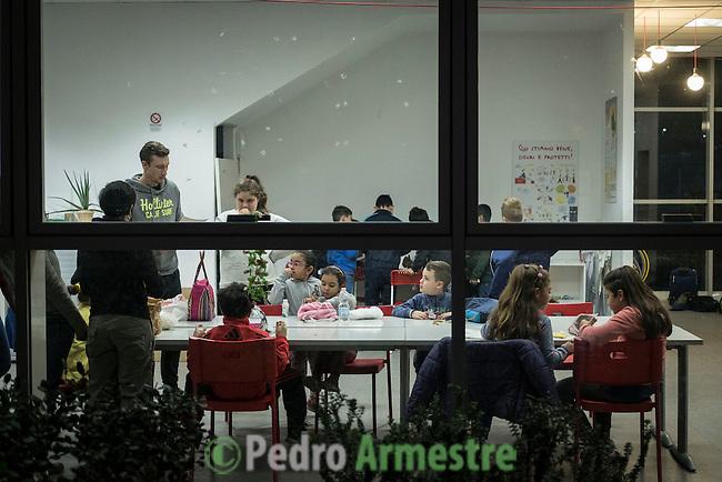11 Noviembre 2016. Roma. Italia.<br /> Save the Children Italia trabaja en el distrito romano de Torre Maura, uno de los m&aacute;s deprimidos de Italia, con un centro de ayuda a la infancia m&aacute;s necesitada. En &eacute;l, los ni&ntilde;os reciben apoyo escolar pero tambi&eacute;n tienen tiempo para disfrutar de un ocio de calidad. El r&aacute;pido crecimiento demogr&aacute;fico de Torre Maura en el &uacute;ltimo decenio no ha estado acompa&ntilde;ado de una inversi&oacute;n municipal.  &copy; Pedro Armestre/ Save the Children Handout. No ventas -No Archivos - Uso editorial solamente - Uso libre solamente para 14 d&iacute;as despu&eacute;s de liberaci&oacute;n. Foto proporcionada por SAVE THE CHILDREN, uso solamente para ilustrar noticias o comentarios sobre los hechos o eventos representados en esta imagen.<br /> &copy; Pedro Armestre/ Save the Children Handout - No sales - No Archives - Editorial Use Only - Free use only for 14 days after release. Photo provided by SAVE THE CHILDREN, distributed handout photo to be used only to illustrate news reporting or commentary on the facts or events depicted in this image.