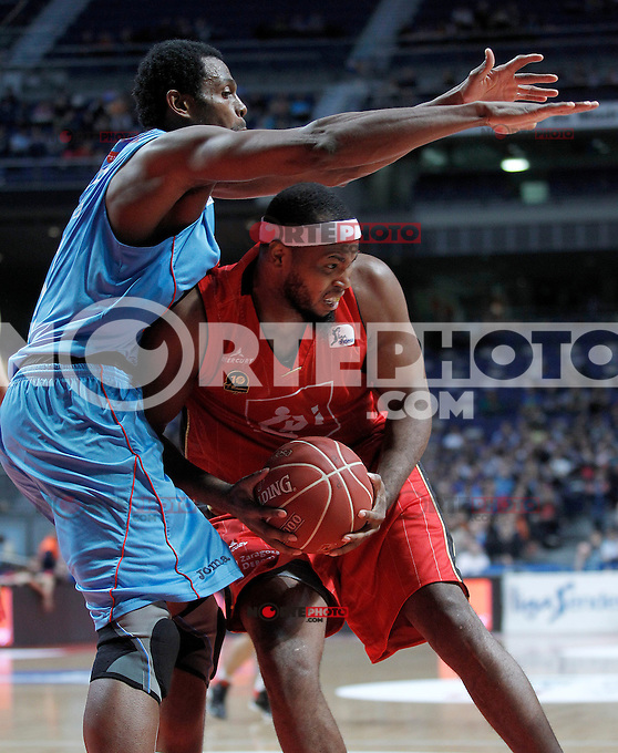 Asefa Estudiantes' Lamont Barnes (l) and Cai Zaragoza's Joseph Jones during Liga Endesa ACB match.November 11,2012. (ALTERPHOTOS/Acero) /NortePhoto