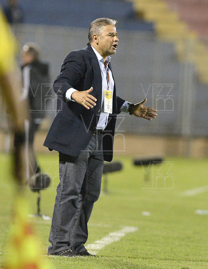 PASTO -COLOMBIA, 12-07-2015: Guillermo Berrio técnico de Deportivo Pasto gesticula durante partido con Millonarios por la primera fecha de la Liga Águila II 2015 jugado en el estadio La Libertad de la ciudad de Pasto./ Guillermo Berrio coach of Deportivo Pasto gestures during match against Millonarios for the first date of the Aguila League II 2015 played at La Libertad stadium in Pasto city. Photo: VizzorImage / Gabriel Aponte / Staff