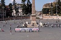 Roma 1 Aprile 2015<br /> Il 2 aprile 2015 si attende la sentenza per la mobilitazione del #&lrm;14D2010, il PM richiede condanne fino a 3 anni e 8 mesi di reclusione e il comune di Roma, costituitosi parte civile, chiede quasi 600 mila euro di danni ai 43 imputati. <br /> Quel 14 dicembre c'eravamo tutti - La piazza &egrave; del Popolo - Tutt* Liber*.
