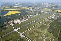 Flugplatz Rostock Laage: DEUTSCHLAND, MECKLENBURG-VORPOMMERN, ROSTOCK, (GERMANY, MECKLENBURG POMERANIA), 15.05.2008:  Europa, Deutschland, Mecklenburg Vorpommern, Rostock, Laage, Flugplatz, zivile und millitaerische Nutzung,  Mecklenburg-Vorpommern, Landebahn, Startbahn, Luftaufnahme, Luftbild, Luftansicht, .c o p y r i g h t : A U F W I N D - L U F T B I L D E R . de.G e r t r u d - B a e u m e r - S t i e g 1 0 2, 2 1 0 3 5 H a m b u r g , G e r m a n y P h o n e + 4 9 (0) 1 7 1 - 6 8 6 6 0 6 9 E m a i l H w e i 1 @ a o l . c o m w w w . a u f w i n d - l u f t b i l d e r . d e.K o n t o : P o s t b a n k H a m b u r g .B l z : 2 0 0 1 0 0 2 0  K o n t o : 5 8 3 6 5 7 2 0 9.C o p y r i g h t n u r f u e r j o u r n a l i s t i s c h Z w e c k e, keine P e r s o e n l i c h ke i t s r e c h t e v o r h a n d e n, V e r o e f f e n t l i c h u n g n u r m i t H o n o r a r n a c h M F M, N a m e n s n e n n u n g u n d B e l e g e x e m p l a r !.
