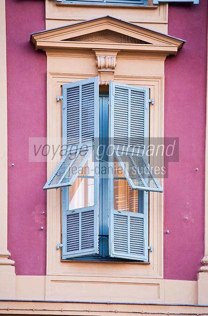 Europe/France/Provence-Alpes-Côte d'Azur/06/Alpes-Maritimes/Nice:  Détail façade des maisons sur la Promenade des Anglais