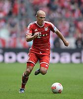Fussball 1. Bundesliga   Saison  2012/2013   34. Spieltag   FC Bayern Muenchen  - FC Augsburg     10.05.2013 Arjen Robben (FC Bayern Muenchen) am Ball