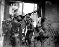 United Nations troops fighting in the streets of Seoul, Korea.  September 20, 1950. Lt. Robert L. Strickland and Cpl. John Romanowski. (Army)<br /> NARA FILE #:  111-SC-351392<br /> WAR &amp; CONFLICT BOOK #:  1422