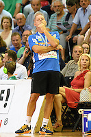 Trainer Magnus Andersson (FAG) verfolgt angespannt das Spiel von der Seitenlinie