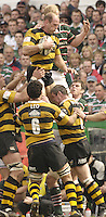 Leicester, ENGLAND, Lawrence Dallaglio, collects the line out ball, Tigers, Leo Cullen contests,  during the Guinness Premiership Rugby match,  Leicester Tigers vs London Wasps, at Welford Road. © Peter Spurrier/Intersport-images.com.