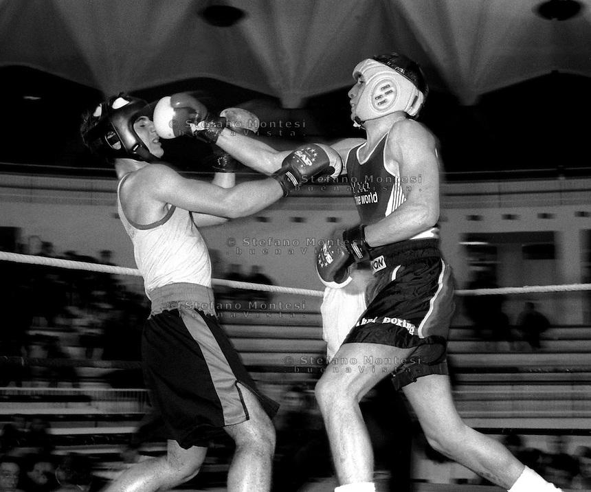 Roma  Marzo 1993 .Palazzetto dello Sport.Boxe dilettanti.Modini (Libertas) vs  Bellusci (Corviale)