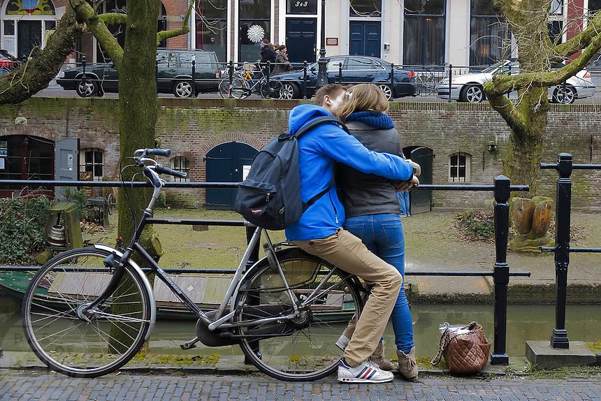 Verliefd stel in love bas fotografie - Twee meisjes en een jongen ...