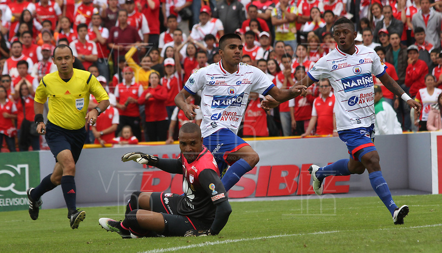 BOGOTÁ -COLOMBIA-17-ABRIL-2016. Leandro Velasquez de Pasto  celebra su gol contra  el Independiente Santa Fe  partido por la fecha 13 de Liga Águila I 2016 jugado en el estadio Nemesio Camacho El Campin de Bogotá./ Leandro Velasquez  of Pasto celebrates his goal against of Independiente Santa Fe  during the match for the date 13 of the Aguila League I 2016 played at Nemesio Camacho El Campin stadium in Bogota. Photo: VizzorImage / Felipe Caicedo / Staff