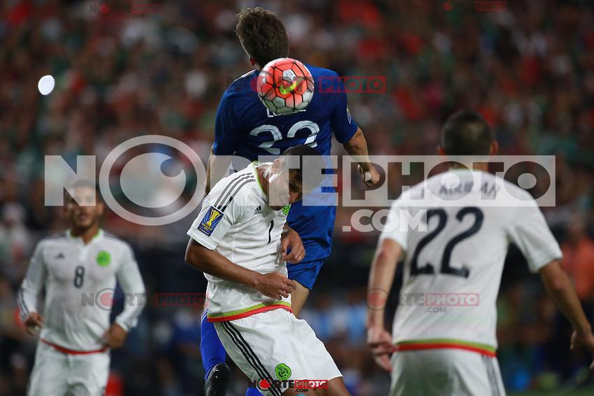 Miguel Layun Mexico Y Minor Lopez de  Guatemala  ,durante partido entre las selecciones de Mexico y Guatemala  de la Copa Oro CONCACAF 2015. Estadio de la Universidad de Arizona.<br /> Phoenix Arizona a 12 de Julio 2015.