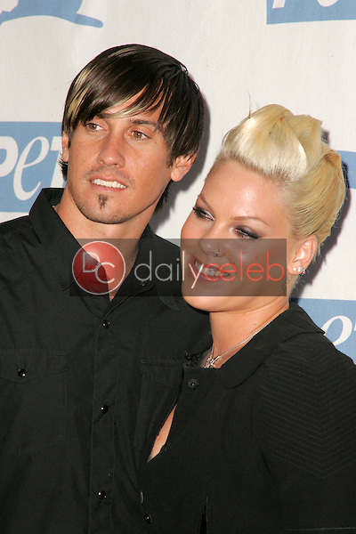Carey Hart and Pink<br />at PETA's 25th Anniversary Gala and Humanitarian Awards Show. Paramount Pictures, Hollywood, CA. 09-10-05<br />Dave Edwards/DailyCeleb.Com 818-249-4998