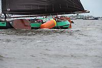 ZEILEN: TERHERNE: Snitser Mar, SKS skûtsjesilen, skûtsje Leeuwarden ging aan de haal met de bovenboei, ©foto Martin de Jong