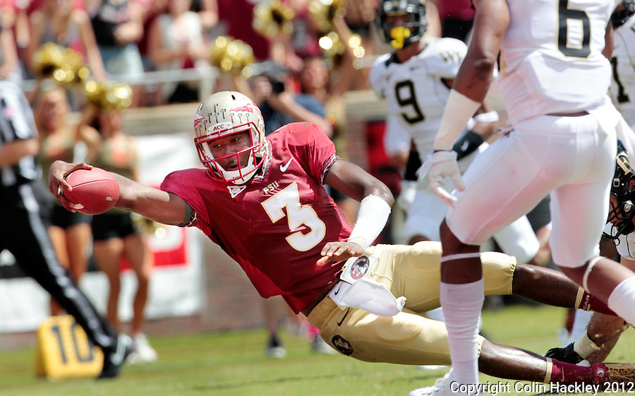 TALLAHASSEE, FL 9/15/12-FSU-WAKE091512 CH-Florida State's EJ Manuel stretches the ball across the goal line for the Seminole's first touchdown against Wake Forest during first half action Saturday at Doak Campbell Stadium in Tallahassee. The Seminoles shut out the Demon Deacons 52-0..COLIN HACKLEY PHOTO