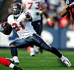 1 November 2009: Houston Texans' running back Ryan Moats gains 20 yards in a second quarter rush against the Buffalo Bills at Ralph Wilson Stadium in Orchard Park, New York, United States of America. The Texans defeated the Bills 31-10. Mandatory Credit: Ed Wolfstein Photo