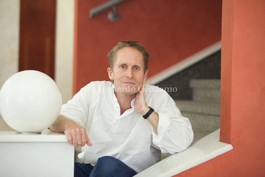 Peter Hoeg, nato in Danimarca il 17 maggio 1957, studia letteratura comparata all'Università di Copenaghen. Dopo la laurea lavora come attore, ballerino, insegnante di recitazione e persino marinaio, attraversando più volte l'Atlantico, prima di dedicarsi interamente alla scrittura. Pordenonelegge settembre 2016. © Leonardo Cendamo
