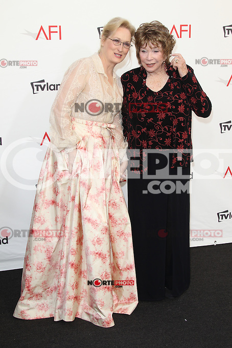 Meryl Streep and Shirley MacLaine at the 40th AFI Life Achievement Award honoring Shirley MacLaine held at Sony Pictures Studios on June 7, 2012 in Culver City, California. © mpi26/ MediaPunch Inc. /NORTEPHOTO.COM