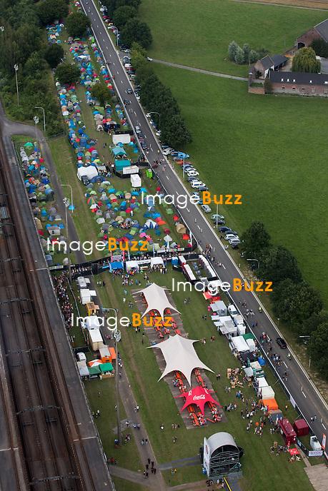 Atmosph&egrave;re lors de la troisi&egrave;me &eacute;dition du Ronqui&egrave;res Festival, un festival de musique qui accueille 30.000 personnes.<br /> Belgique, Ronqui&egrave;res, 2 ao&ucirc;t 2014.